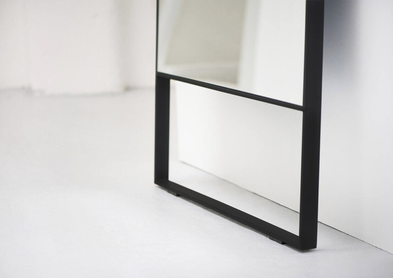 Зеркала в металлической раме
