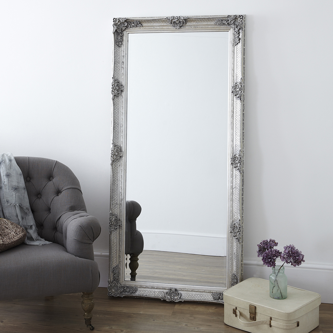 Зеркало напольное из массива с декором